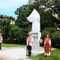 Българският патриарх Неофит освети новопостроения паметник на цар Самуил_9