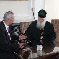 Българският патриарх Неофит се срещна с футболната легенда Христо Стоичков_2