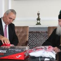 Българският патриарх Неофит се срещна с футболната легенда Христо Стоичков_3