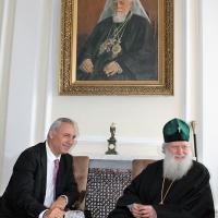 Българският патриарх Неофит се срещна с футболната легенда Христо Стоичков_6