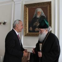 Българският патриарх Неофит се срещна с футболната легенда Христо Стоичков_7