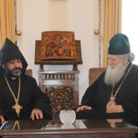 Българският патриарх Неофит прие днес първия архиерей на Арменската епархия в България Исахк Бохосян_2