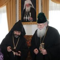Българският патриарх Неофит прие днес първия архиерей на Арменската епархия в България Исахк Бохосян_3