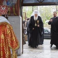 Посрещане на патриарх Неофит в храма