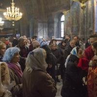 Много причастници пристъпиха към Светата Чаша