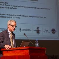 Професор Едуард Гафни от университета във Валпарайсо, Индиана, САЩ