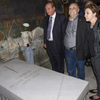 Пред гроба на Българския екзарх Стефан