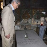 Проф. Ед Гафни пред гроба на Българския екзарх Стефан