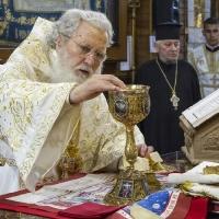Патриарх Неофит в св. олтар