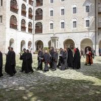 Лития от портата на манастира към храма
