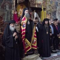 Негово Високопреосвещенство митрополит Николай заедно със Зографския игумен, архимандрит Амвросий (вляво), и Константийски епископ Яков