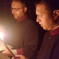 На левия клирос, по време на всенощното бдение - Андрей Касабов и Тома Бело