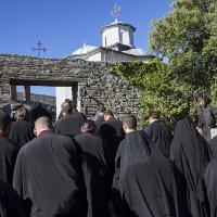 Пред малкия храм Св. Георги - крайна цел на литийното шествие