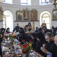 В трапезарията - празничен обяд след бдението и литията
