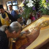 Поклонение на светите мощи и икона на великомъченик Пантелеймон