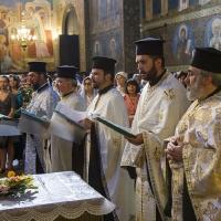 Изпълнение на Молебния канон на Пресвета Богородица в храм Св. Неделя