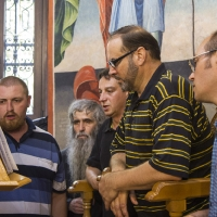 Клиросните певци, водени от г-н Любомир Игнатов