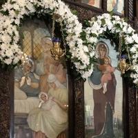 Богородичните икони на иконостаса на храм Рождество Богородично