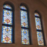 Новият стъклопис на храм Рождество Богородично