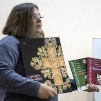 Д-р Златина Каравълчева представя изданията на Двери
