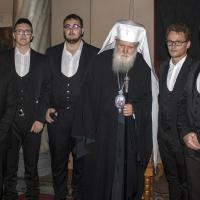 Патриарх Неофит с хористите на Юлиан Одаджиян