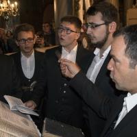 Певците, водени от г-н Юлиан Одаджиян