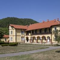 Жилищна постройка в манастир Любостиня