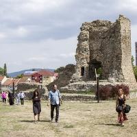 При останките от крепостта на св. княз Лазар в Крушевац