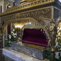 Ковчегът с мощите на св. Григорий Богослов в едноименния храм в село Неа Карвали