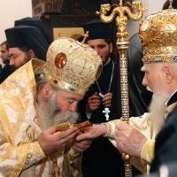 Митрополит Гавриил и патриарх Максим при освещаването на храм Св. Марина