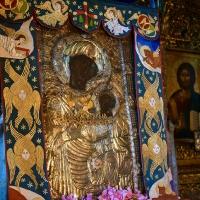 Чудотворната икона на Пресвета Богородица - Портаитиса (Вратарница) в католикона на Ивирон. Снимка: сайт на митрополията на Лангада, Литис и Редина, 2017 г.