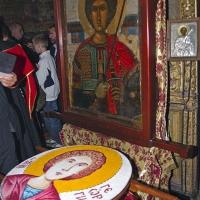 Коливо за панигира на Зографския манастир, пред Аравийската чудотворна икона на св. Георги. Снимка © Мартин Митов