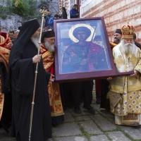 Литийно шествие за празника на Зографския манастир през 2016 г., с Аравийската чудотворна икона на св. Георги - последно обикаляне на католикона. Снимка © Мартин Митов