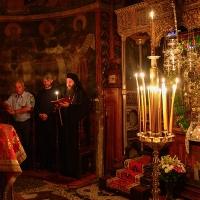 Акатист пред чудотворната икона на Пресвета Богородица - Троеручица в Хилендарската св. обител. Снимка: монах Милутин Хиландарац