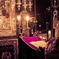 Четене на Богородичния акатист във Ватопед пред иконата Олтарница (Виматариса)