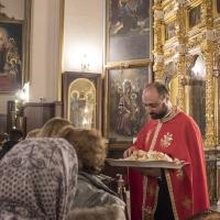 Раздаване на петохлебието в края на вечерното богослужение