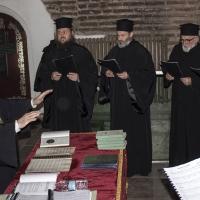 Свещеническият хор с диригент иконом Кирил Попов