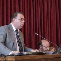 Доц. д-р Михаил Груев чете становището си