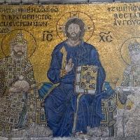 Мозайка на императрица Зоя (11. век) - на източната стена на южната галерия на Св. София